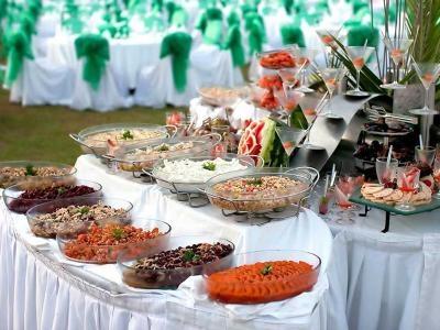 Xu Hướng Tổ Chức Tiệc Cưới Buffet Ngoài Trời Kiểu Tây Cực Sang Trọng